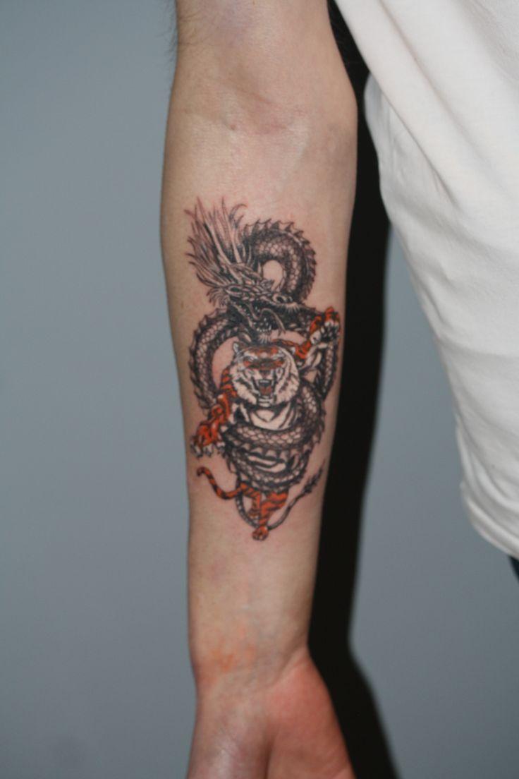 motyw smoka i tygrysa - wykonanie TIME4TATTOO www.time4tattoo.pl #tatuazsmokitygrys #tatuaznaprzedramieniu #time4tattoo