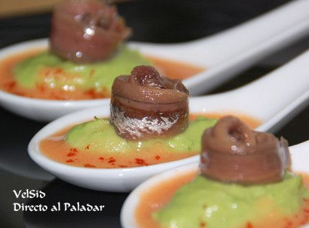 Cuchara de aguacate y anchoas