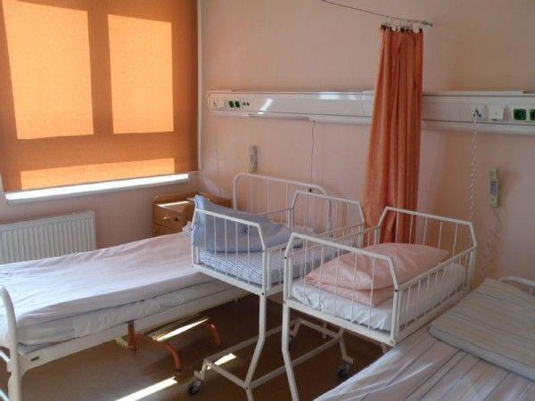 Somos fabricantes de cortinas antibacterianas y persianas así como distribuidores de puertas plegables y paneles deslizantes los cuales realizamos y ensamblamos en nuestras instalaciones en Barcelona. Atendemos las necesidades del hogar, oficina, consultorios, hospitales y constructoras. http://www.cortinashospitalariasmadisson.com/
