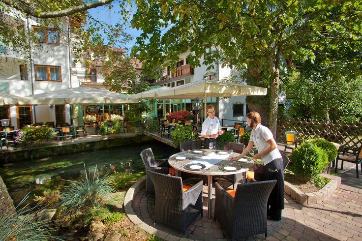 Auf der Terrasse kann man bei gutem Wetter auch das leckere Essen genießen