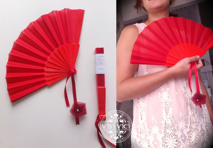 Leque vermelho_etiqueta personalizada . VISI VICI - Produtores de Sonhos . #brindesdecasamento #brindes #casamentos #visivici