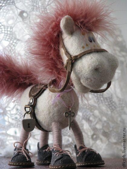 лошадка Люся - белый,лошадь-символ 2014,лучший подарок,подарок на новый год
