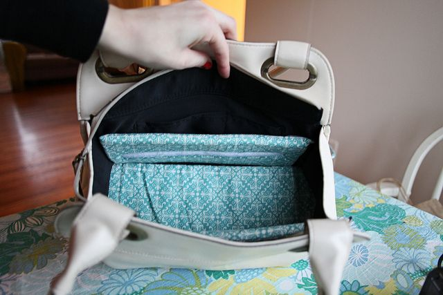 How to make a camera bag out of a purse. Brilliant!