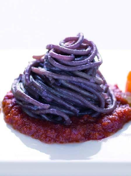 Spaghetti al vino rosso in salsa di pomodoro - Cucina Naturale