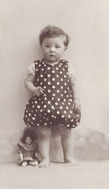 +~+~ Vintage Photograph ~+~+  Adorable little girl in polka dot dress/bloomers.  1923