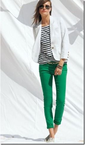 ah-ha! my two obsessions! white blazers and skinny colored jeans. I'm in love.