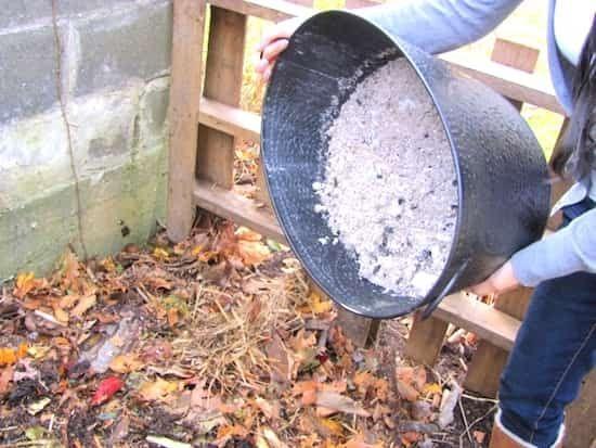 S'il est un endroit où vous pouvez jeter sans remords les résidus de la cheminée ou du poêle, c'est bien le compost. Vous l'enrichissez en nutriments essentiels et recyclez utilement ce précieux déchet.