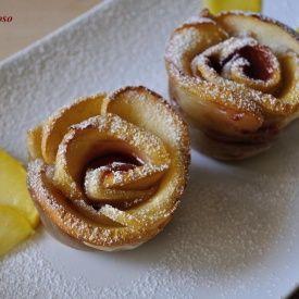 Rose di mele e pasta sfoglia. Condivisa da: http://losfiziogoloso.blogspot.it