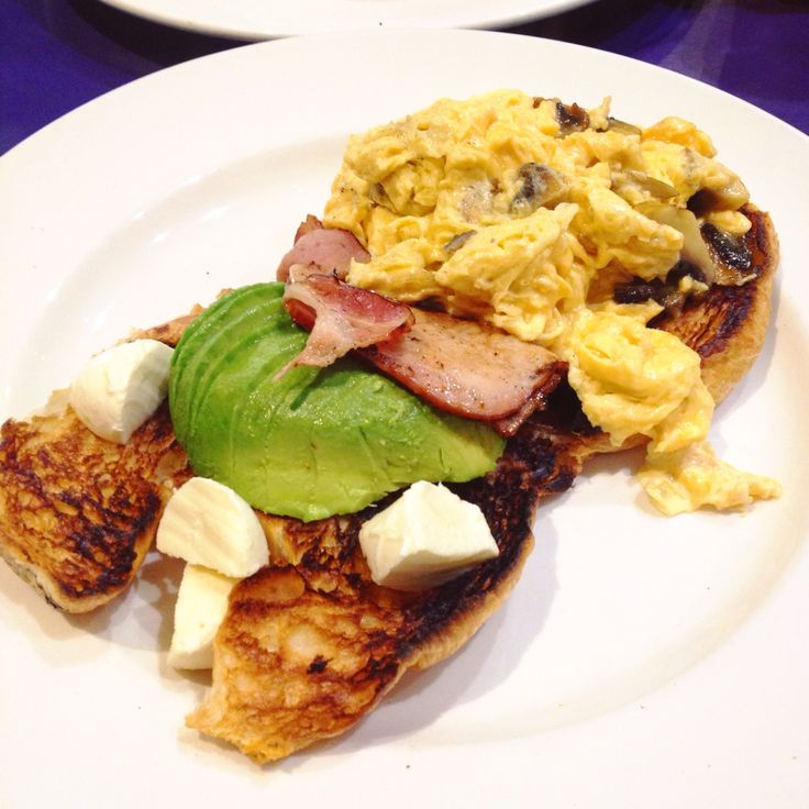Le Cirque (Harbour Town, Docklands): The Good Seats: scrambled eggs, truffle-infused mushrooms, avocado, bacon and bocconcini on toasted, buttered croissant [9.5/10].