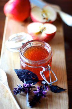 Se te oferecem maçãs, come-as e usa-as na cozinha. As maçãs continuam a chegar cá a casa. Na última semana, mais um saco cheio de maças d...