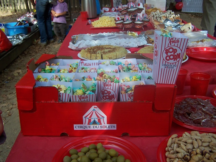 mesa circo fiesta cumpleaos berta aos en el parque fiestas de cumple pinterest circus party