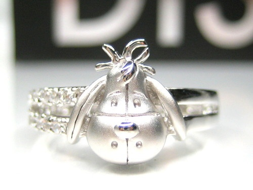 Disney Eeyore Ring WOW.  Never seen this one before. So adorbs!!  WANT!!!