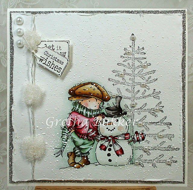 "stempel ""My Snowman Friend"" van LOTV, Distress inkt & H2O huid (skin) - tattered rose, vintage photo, aged mahogany pet (hat) & schoenen (shoes) - vintage photo, walnut stain sjaal (scarf) & broek (pants) - black soot, H2O fresh oregano jas (coat) - H2O jasper red sneeuwpop (snowman) - balk soot, tattered rose hoed (hat) - H2O china black wortel (carrot) - wild honey sjaal (scarf) & want (glove) - black soot, H2O jasper red achtergrond (background) - evergreen bough"