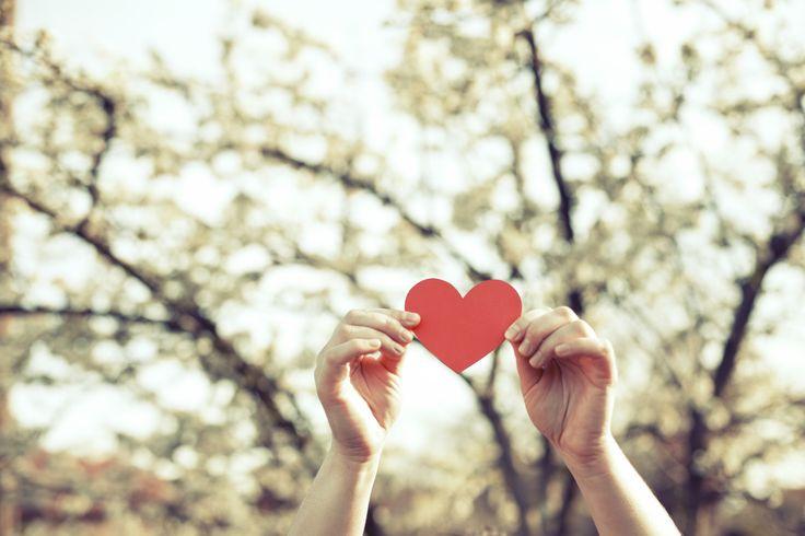 15 x Ich liebe Dich - wie nur Eltern es sagen können | Bald ist Valentinstag. Für Euch ein Tag wie jeder andere im vollgepackten Familienalltag? Ja, schon gut. Aber wie wäre es, mal kurz innezuhalten und die Liebe aus dem Alltag herauskramen? Wir haben 15 zarte, knackige, innige Liebesbotschaften für Euch gefunden. Eine dabei, die Ihr auch verschenken möchtet? Würde uns freuen!