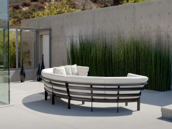 Lounge furniture for garden and patio with fashionable round shapes