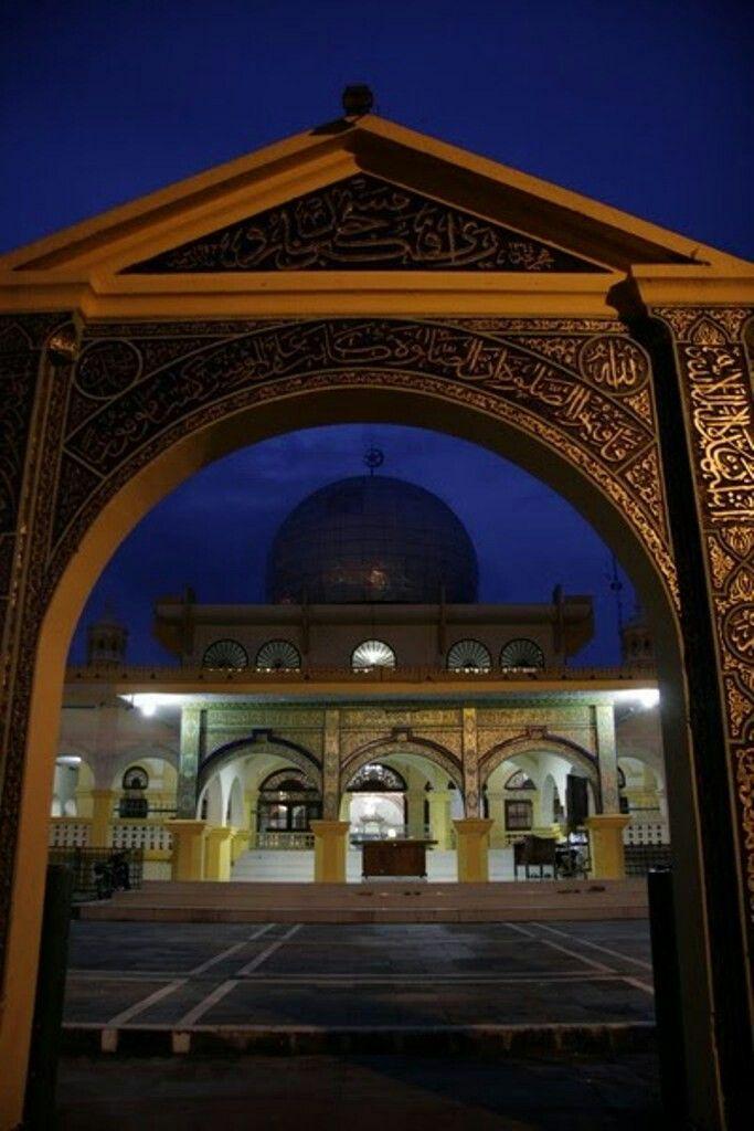 Masjid Senapelan atau Masjid Raya Pekanbaru adalah masjid tertua di Pekanbaru, Riau, Indonesia. Masjid ini didirikan oleh Sultan Abdul Jalil Muazzam Syah sekitar tahun 1762