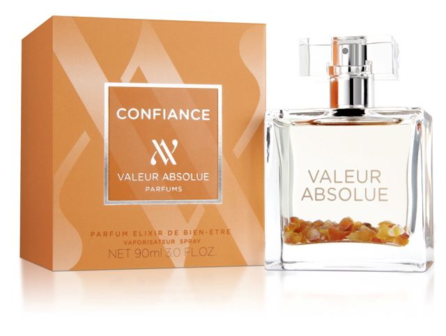 CONFIANCE (VALEUR ABSOLUE)  Confiance is the fifth fragrance masterpiece in the Valeur Absolue collection, exploring the reassuring nature of Madagascan vanilla and the protective powers of the orange carnelian stone, renowned for their ability to encourage confidence and positivity.     With clove and cinnamon as top notes, candied peach and amber at the heart, together with base notes of cedar wood and Siam benzoin, the complete experience is warming and optimistic.