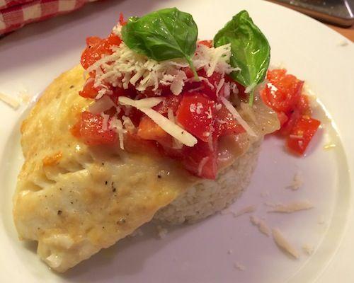 Parmezaan-kabeljauw met tomaat. recept, recipe, fish, parmesan, tomatoes, foodblog, foodpic, foodpics, eetfoto's, mooie eetfoto's, foodporn, healthy, food, voedsel.