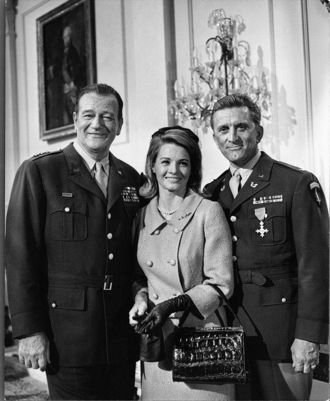 John Wayne, Angie Dickinson et Kirk Douglas