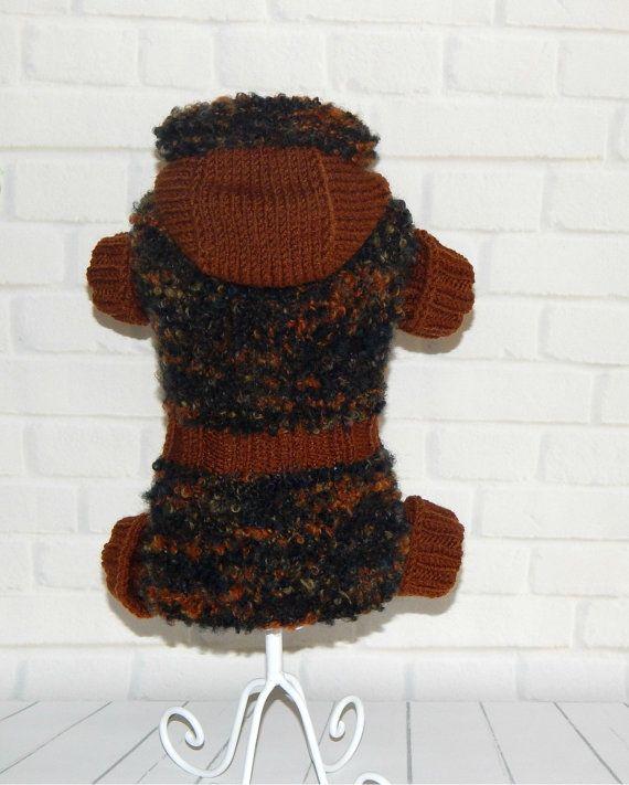 Kleding voor honden. Dit kan zijn een jurk of een trui hond. hond voor hoeden kostuum heeft knoppen. Mooie, heldere pup trui. handgemaakte liefde voor uw hond.  SPECIFICATIES: Afmetingen: Neck - 7-8 inch Buste - 11-12 inch Vanaf de nek naar de staart moet - 12 inch.  Materiaal: acryl garen, wol.  Wees u ervan bewust. Kleuren kunnen variëren afhankelijk van uw computer controleren.  Gereed voor verzending in 3-5 dagen. Hand gebreid. Gemaakt in Oekraïne.  Indien u interesse in aangepaste…