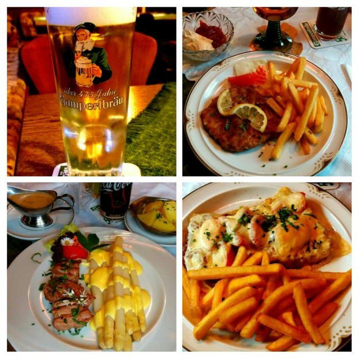 """Wir begrüßen ganz herzlich Jutta & Ute bei uns. Jutta hat aus der #Speisekarte gewählt: 1/2 #Schweineschnitzel """"Wiener Art"""" mit #Pommes und gem. #Salatteller. Ute hat ausgewählt: 1/2 #Käseschnitzel mit #Tomatenecken und #Käse überbacken dazu Pommes frites und gem. Salatteller. Ich habe aus der #Spargelkarte gewählt: Frischer #fränkischer #Spargel mit gebratenen #Schweinefilet #Sauce #Hollandaise und #Kartoffeln & #Champignonrahmsauce extra 😉😉🍽 Mahlzeit 🍽 und 🍽 Guten 🍽 Appetit 🍽…"""