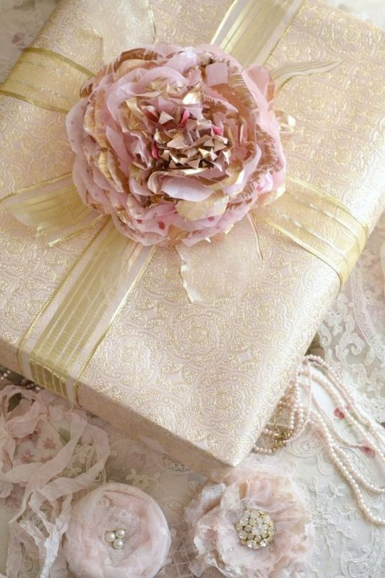 Wedding Gift Wrapping Ideas Pinterest : Tagli, ritagli e coriandoli wrap art Pinterest Posts
