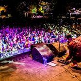 Het Zomerparkfeest in Venlo - in de enerlaatste week van de zomervakantie - trekt tienduizenden bezoekers. Een ware happening.