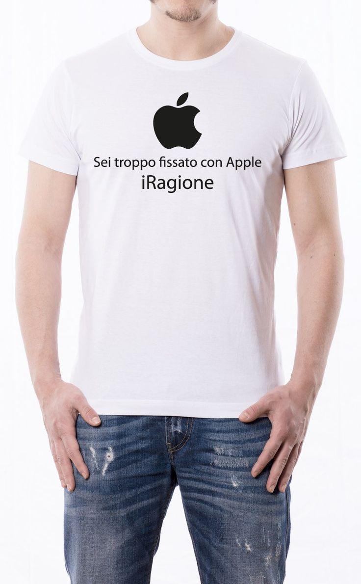 T-Shirt uomo con frase: Sei troppo fissato con apple iragione. Maglietta bianca con stampa digitale diretta, grafica stampa ad un colore: Nero