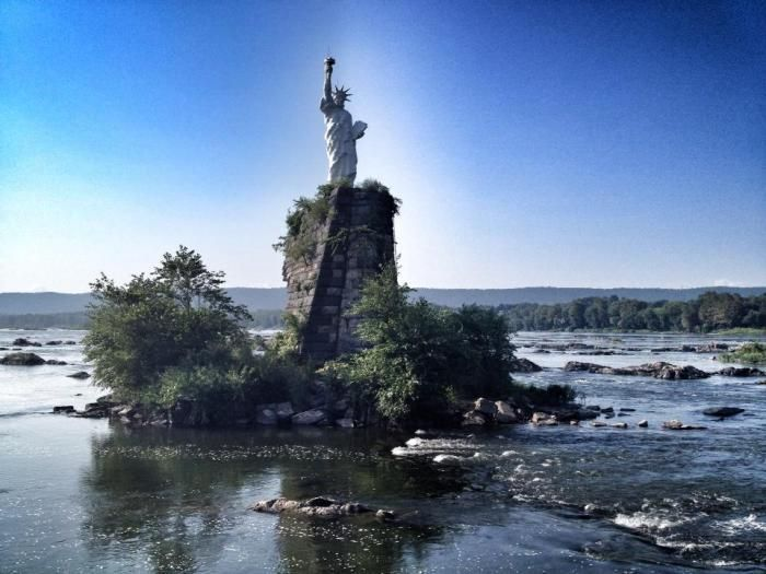 Distraction of the Day: The Story Behind That Replica Statue Of Liberty In The Susquehanna River