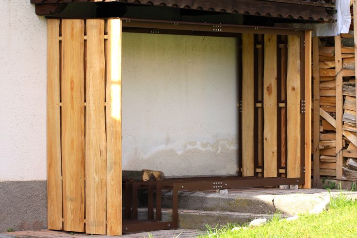 Iron structure + larch plank for an outdoor woodshed