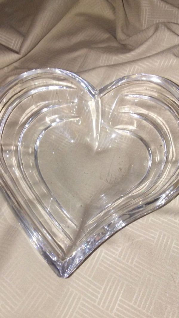 A LENOX GRADUATED CRYSTAL HEART SHAPED BOWL...PART OF ARTICLE BLOOM COLLECTION ..