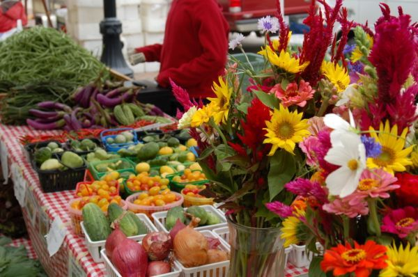 Farmer's markets: you never know what delicious food you'll find... Or amazing people you'll meet!