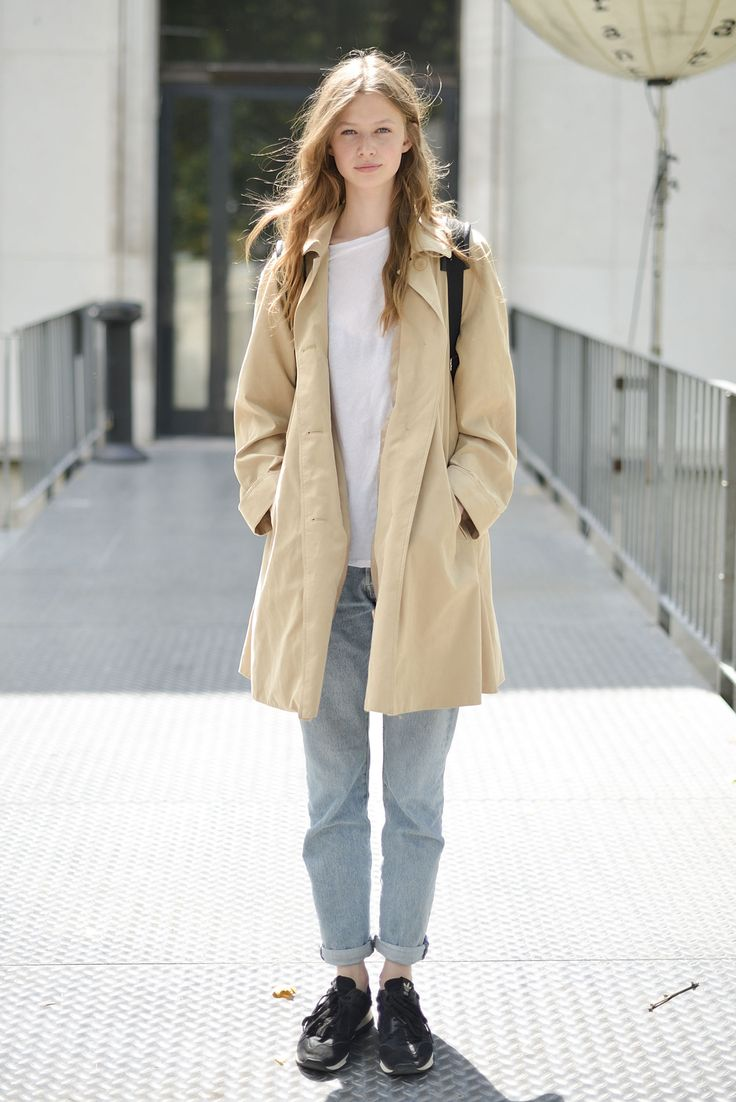 Super into this more relaxed way of wearing a trench—unbelted, with slightly loose, rolled-up jeans, and decidedly utilitarian trainers.