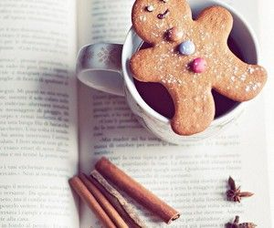 Ginger cookie+ a book <3