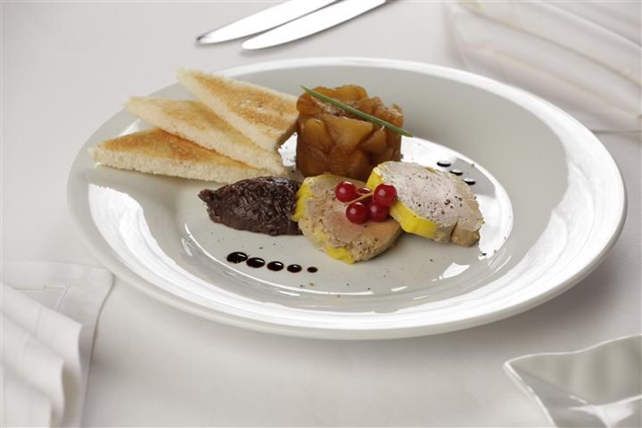 Terina de foie gras cu dulceata de ceapa si chutney de ananas la Hotel Simfonia ****