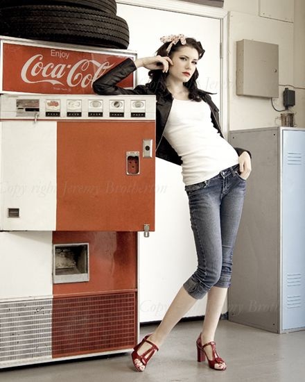 """Someday when I finally get my """"pin-up"""" photoshoot, I want to look like this!! So cute!!"""