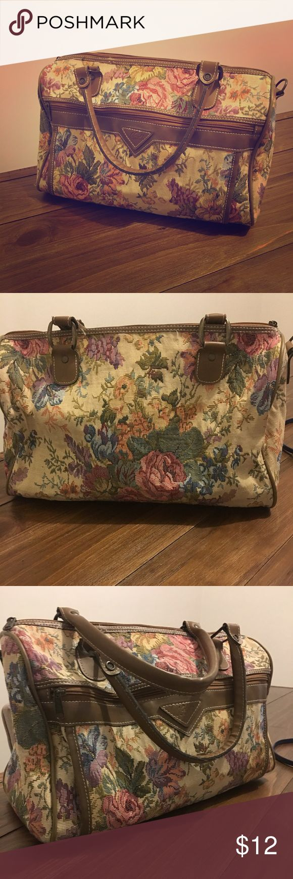 Women's floral bag Item is used, however in good condition. Can be used as a mini duffel bag, etc. verdi Bags Travel Bags