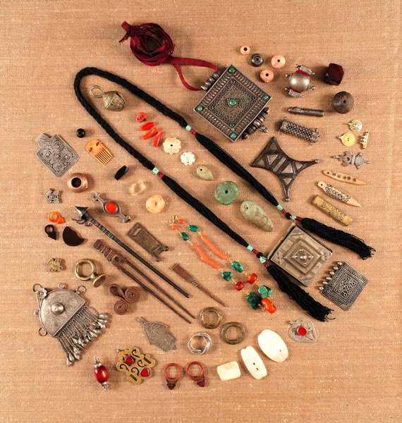 want them all: Coral Beads, Beads Paradise, Collectible Beads, Ancient Beads, Beads Sold, Brass Beads, Cut Beads, Beads Nigeria, Beads Creations