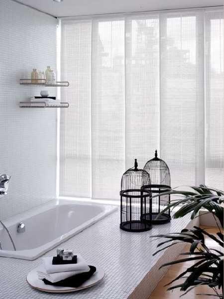 Les panneaux japonnais sont top pour créer une ambiance zen mais pas seulement, ils peuvent aussi aider non seulement à habiller vos fenêtres mais aussi à délimiter des pièces, ils deviennent alors cloisons amovibles ! Ils sont top lorsqu'on des baies vitrées.