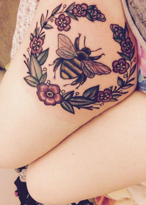 sleeping-in-the-flowers:  My bee  Super cute!!!