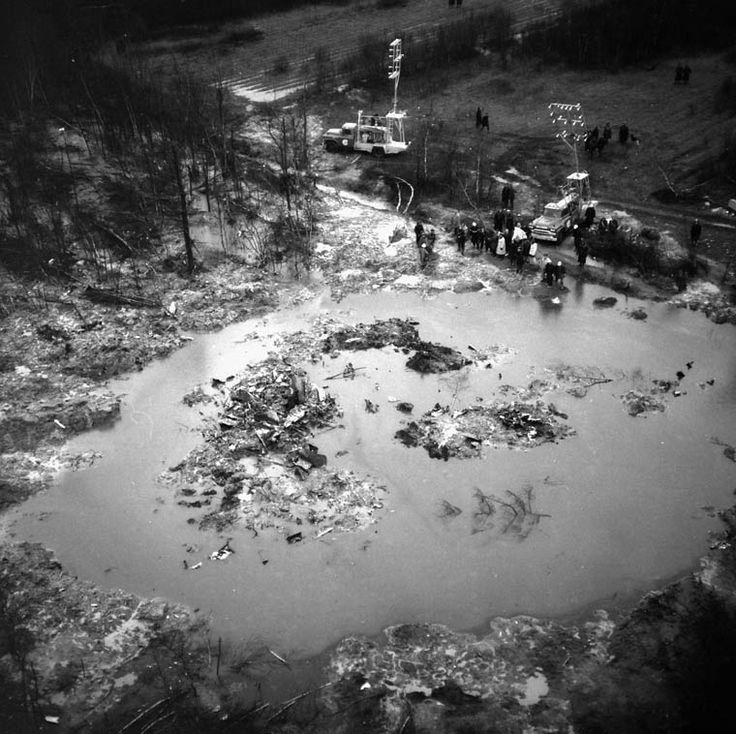 Vue aérienne du lieu de l'écrasement de l'avion à Sainte-Thérèse de Blainville, au Québec, en novembre 1963