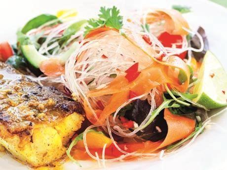 Kryddig fisk med curry och glasnudlar