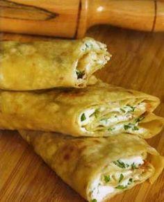 Adana Yemekleri - Sıkma - Evde kalan bayat ekmekleri hamur haline getirerek sacda pişirirler ve içerisine terayağ, peynir, soğan ekleyerek servis ederler.