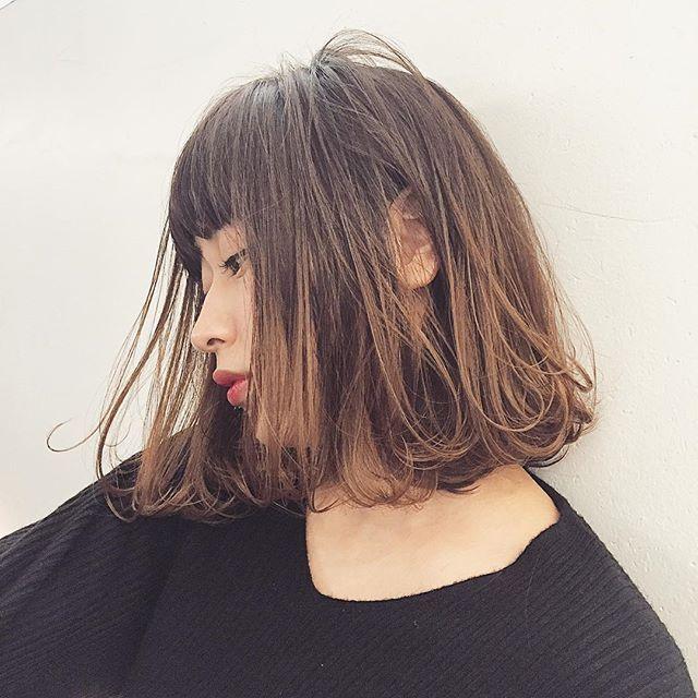 * 切りっぱなしロブ✨ * 甘過ぎないハンサムスタイル❤︎ * シンプルファッションもオシャレに見せてくれるスタイルです。 * ✂︎ cut ¥5300 ✂︎ cut + color ¥11,900~ ✂︎ cut + color + hi light ¥17600~ . . #shima#hair#ginza#hairarrange#mirandakerr#mery #ヘアー#ヘアスタイル#ボブ#ロングヘアー#コーデ#コーディネイト#ヘアカラー#ヘアアレンジ#アイロン#アッシュ#アッシュカラー#ハイライトカラー#外国人風ハイライトカラー#外国人風ヘアー#ラベンダーアッシュ #ミランダカー#メリー#銀座#切りっぱなしボブ