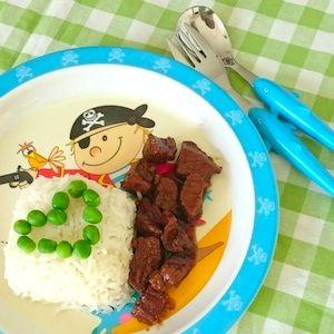 Smoor rund is van oorsprong Indonesisch. Lekker recept voor kinderen omdat het zacht en zoet is van de ketjap. Kost even wat tijd - maar je hoeft er zelf weinig aan te doen! http://dekinderkookshop.nl/recepten-voor-kinderen/smoor-rund/