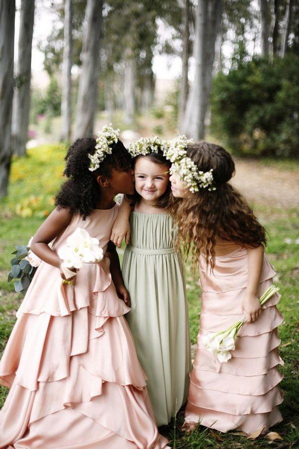 flor verde vestidos de niña de color rosa y pálidas