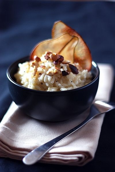 Risotto with pears, roquefort and roasted hazelnuts (recipe in french) via Gourmandiseries