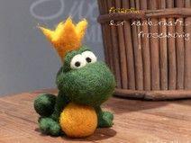 Frosch FRIDOLIN zauberhafter Froschkönig, gefilzt von Filz-Michel