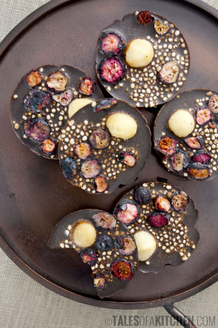 raw & vegan carob chocolates with quinoa, macadamia and blueberries