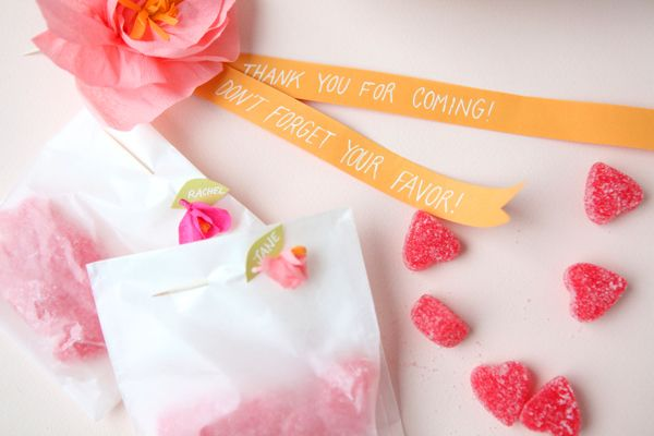 Ridiculously adorable paper flowers, sugared hearts and treat bags from Oh Happy Day.The Guests, Crepes Paper Flower, Parties Favours, Paper Bags, Parties Favors, Favors Bags, Minis Crepes, Flower Favors, Diy